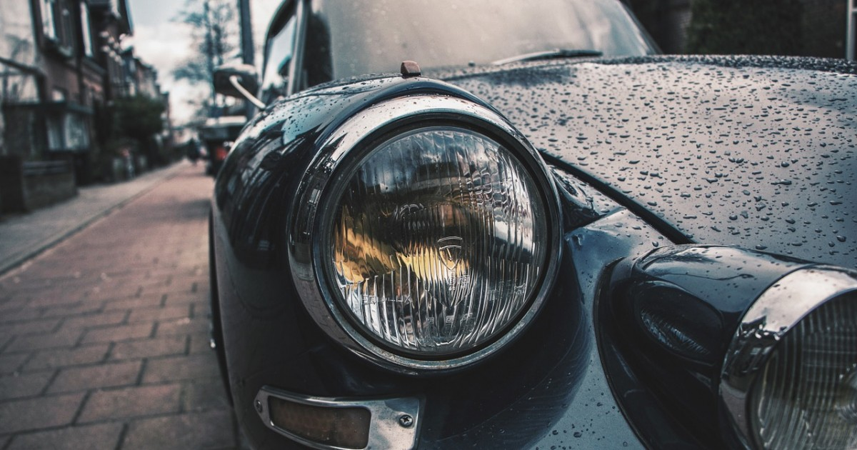 classic-car-1209334_1280