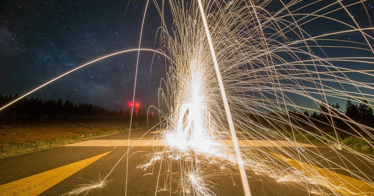 firework-828652_1280